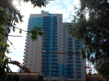 Бело-голубая цветовая гамма фасада